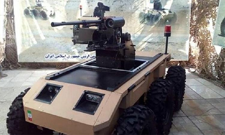Iran khoe robot chiến đấu mới