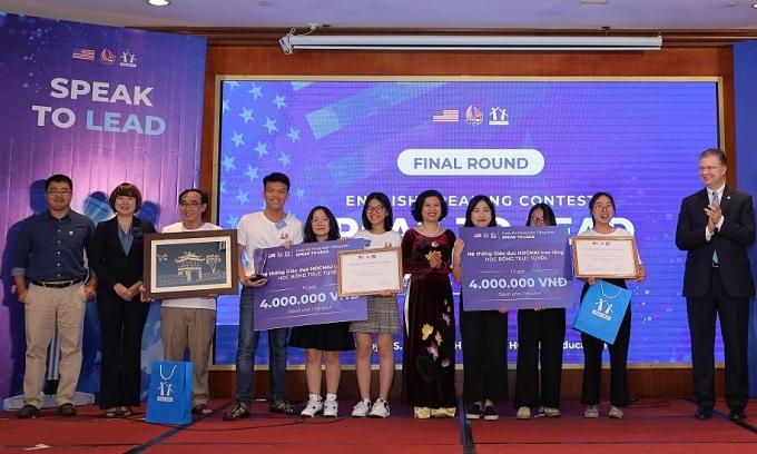 Vòng chung kết cuộc thi hùng biện tiếng Anh Speak to Lead