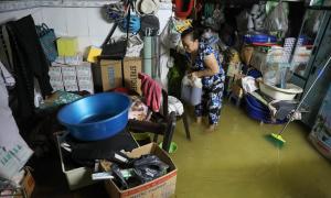 Nhà dân ngập nặng trong ngày triều cường ở Sài Gòn