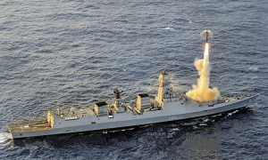 Chiến hạm Ấn Độ khai hỏa tên lửa hành trình Brahmos