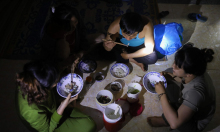 Đêm trong những khu sơ tán tránh bão Molave