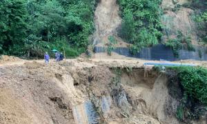 Hàng nghìn tỷ đồng sửa đường sau mưa lũ