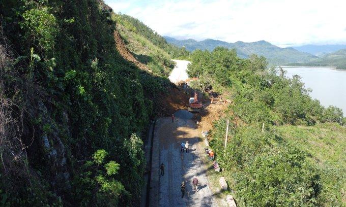 Tìm thấy 16 thi thể trong hai vụ lở đất ở Nam Trà My