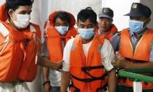 Ba người sống sót trên biển nhờ ôm bè gỗ suốt 48 giờ