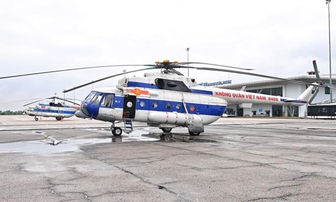 Trực thăng sẵn sàng tiếp tế lương thực cho 3.000 dân bị cô lập