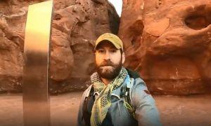 Người Mỹ truy lùng cột kim loại bí ẩn giữa sa mạc