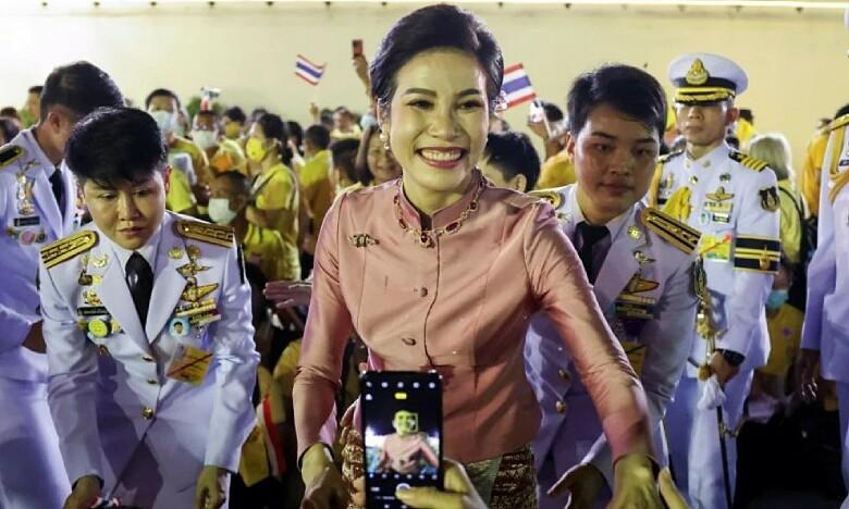 Sóng gió hậu cung Thái Lan khi Hoàng quý phi trở lại