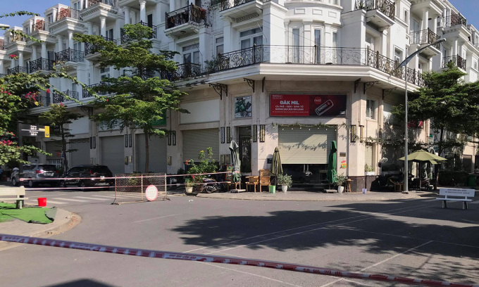 5 căn nhà và một tầng chung cư ở Sài Gòn bị phong tỏa