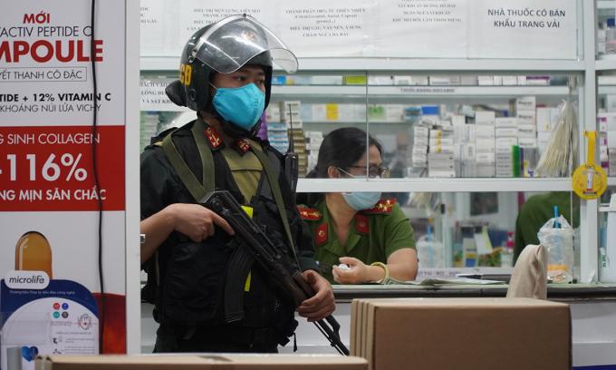 Cảnh sát khám xét nhiều nhà thuốc tây ở Đồng Nai
