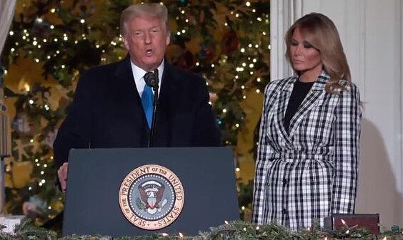 Vợ chồng Trump thắp sáng cây thông Giáng sinh quốc gia
