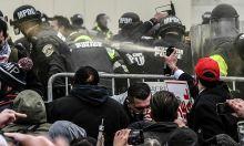 Cảnh sát trong bạo loạn Đồi Capitol: 'Tôi tưởng mình sẽ chết'