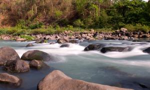 Vì sao nước có thể làm mòn đá?