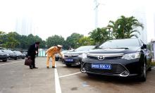 Kiểm định, gắn biển số cho hơn 100 xe phục vụ Đại hội Đảng