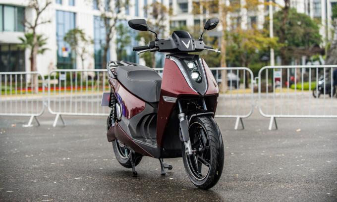 Hai xe máy điện VinFast giá 24,9 triệu và 81,1 triệu đồng