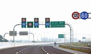 Chạy 120 km/h ở làn đường 100 km/h bị phạt thế nào?