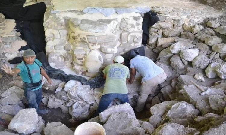 Mặt nạ Maya cao bằng một người lớn