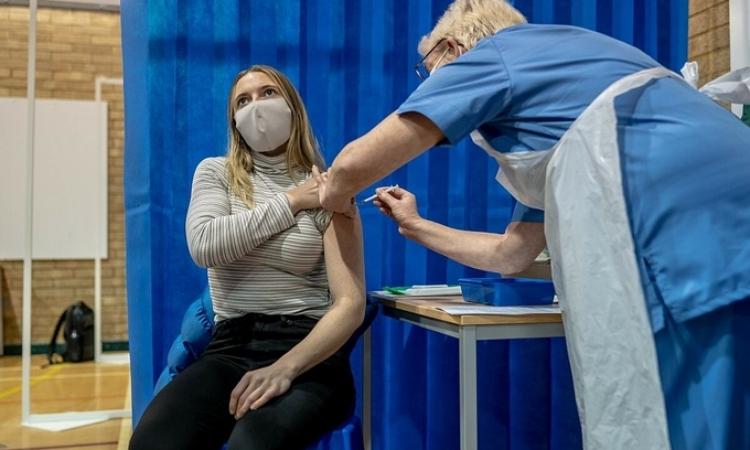 Nga bị tố làm giảm niềm tin vào vaccine Mỹ