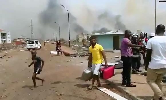 Đốt rơm gây nổ kho đạn, 20 người chết