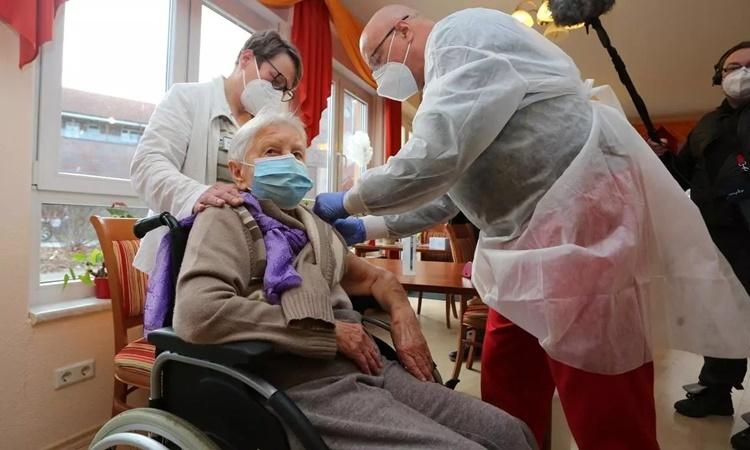 Đức từ hình mẫu chống Covid-19 đến thảm họa vaccine