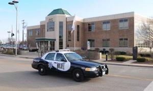 Thanh niên lái xe vừa trộm đến hỏi đường cảnh sát