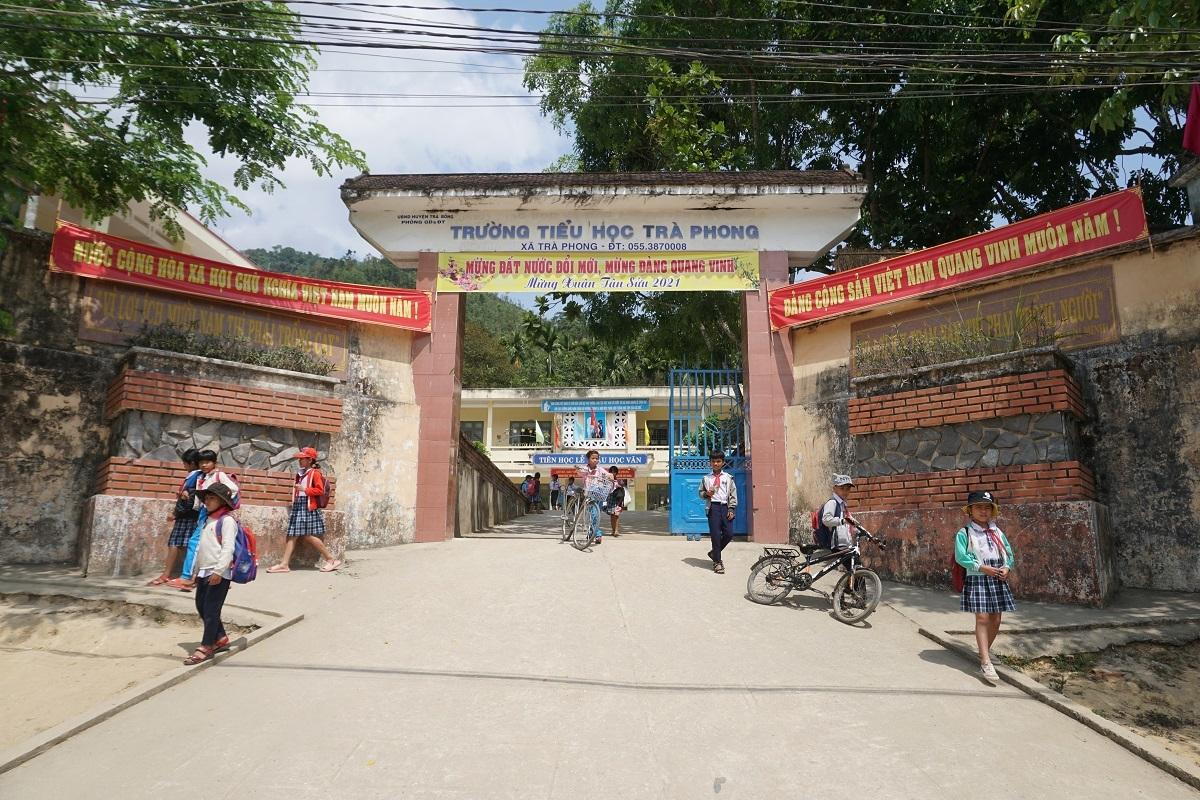 Trường tiểu học gặp khó vì chờ sáp nhập