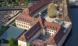 Pháp đóng cửa trường học dành cho con nhà giàu