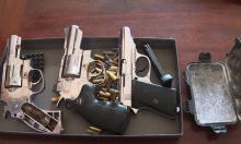 Mua 3 khẩu súng 'để phòng thân'