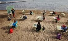 Tây Ban Nha mở lớp học bên bờ biển