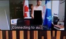 Nghị sĩ khỏa thân khi họp trực tuyến