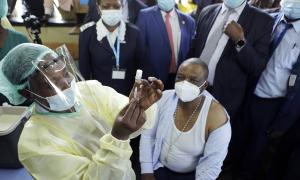 Những nước không thể kén chọn vaccine