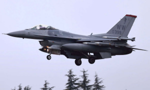Dàn tên lửa trên tiêm kích F-16 Mỹ ở Biển Đông