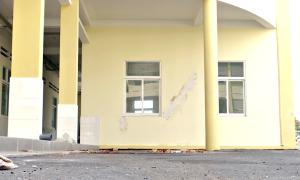Trung tâm y tế hơn 230 tỷ đồng mới xây đã lún