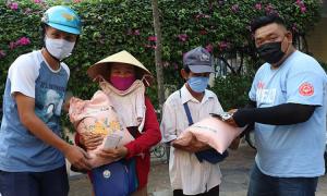 Góp 20 tấn gạo tặng người nghèo