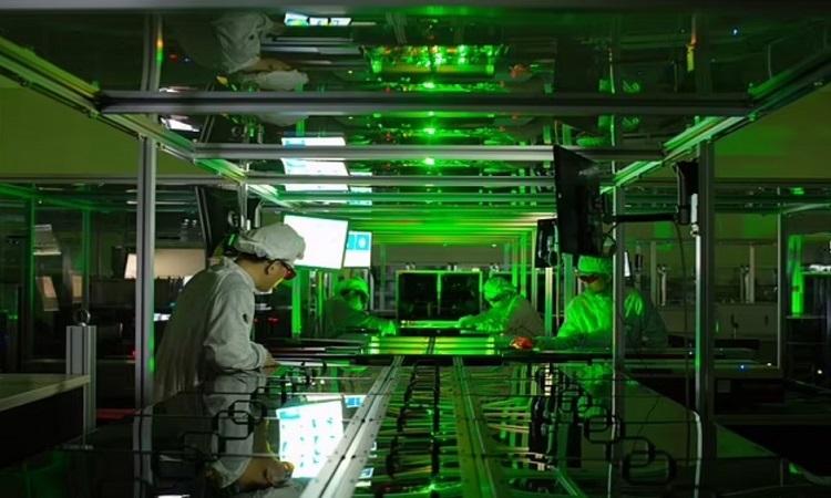 Chùm laser mạnh nhất thế giới