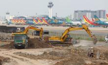 Công trường xây dựng đường lăn sân bay Tân Sơn Nhất
