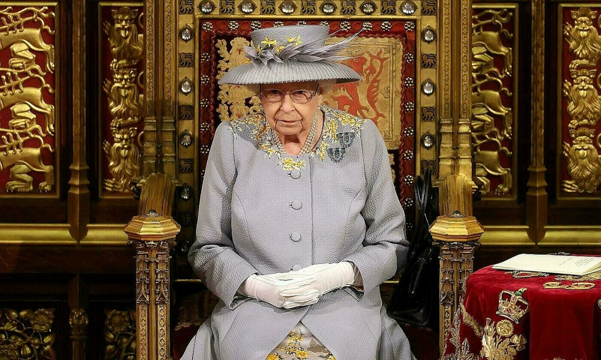 Nữ hoàng Anh tái xuất trước quốc hội sau tang lễ chồng