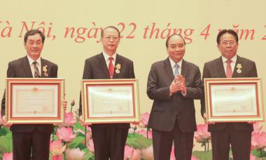 5 nhà khoa học nhận danh hiệu Anh hùng Lao động và Huân chương Độc lập