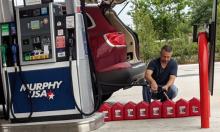 Mỹ cảnh báo người dân không dùng đồ nhựa trữ xăng