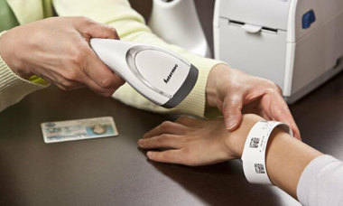 Điểm tin: 129 ca nhiễm mới, đề xuất giám sát cách ly bằng vòng tay điện tử