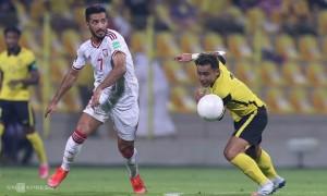 Tiền đạo UAE vượt qua Messi