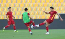 Việt Nam làm quen sân trước trận UAE