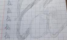 Bé gái 'cao tay' khi viết bài