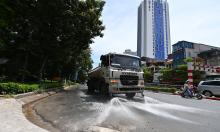 Hà Nội rửa đường ngày nắng nóng