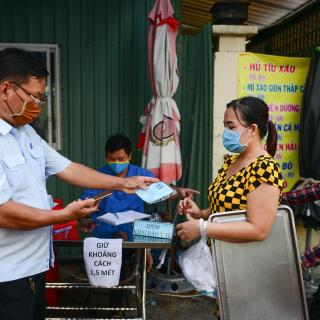 Điểm tin: TP HCM ghi nhận 58 ca Covid, người dân được phát thẻ đi chợ
