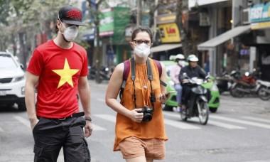 Người nước ngoài 'mắc kẹt' tại TP HCM