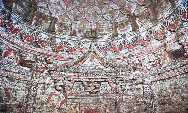 Cụm lăng mộ 700 năm trang trí bích họa