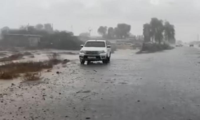 UAE làm mưa nhân tạo khi nắng nóng vượt 49 độ C