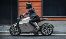 Xe máy điện tự cân bằng tốc độ 360 km/h