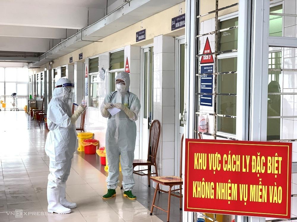Tám người Trung Quốc mắc Covid-19 trên tàu neo đậu ở Quảng Ninh