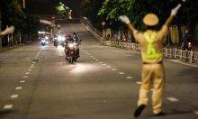 Chủ tịch TP HCM: 'Người dân không ra đường sau 18h'